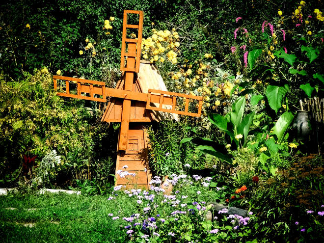 Декоративная мельница для сада своими руками: чертежи и описания