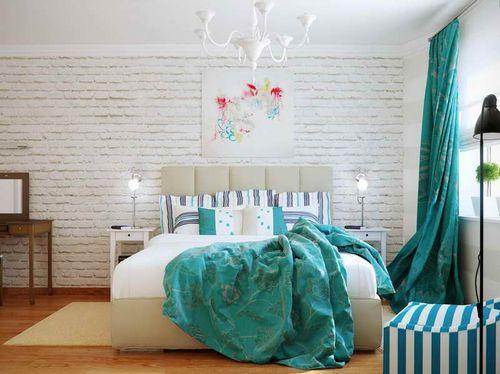 Кирпичная стена в современной спальне