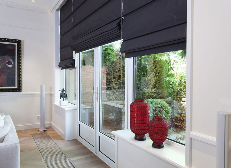 Римские шторы для окон с дверьми