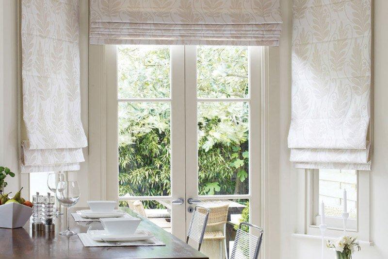 Римские шторы в кухне