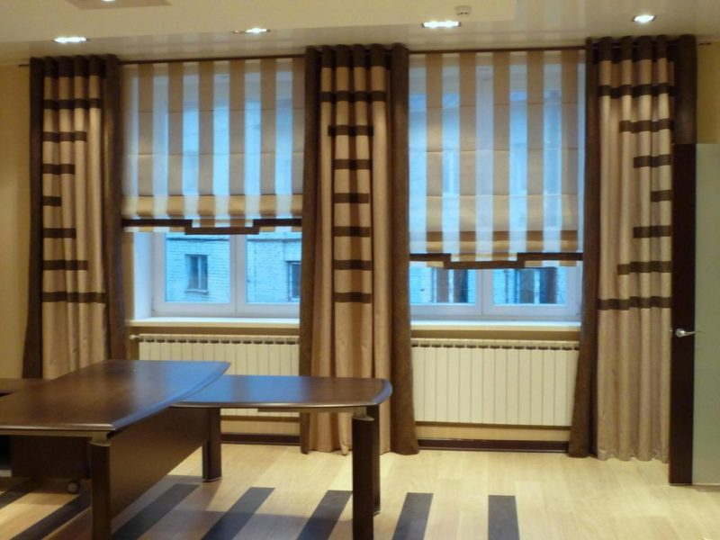 Римские шторы в рабочем кабинете