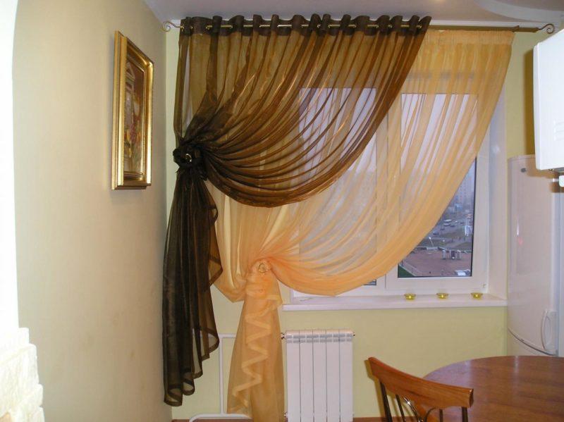 Кухня: двойные шторы в оформлении