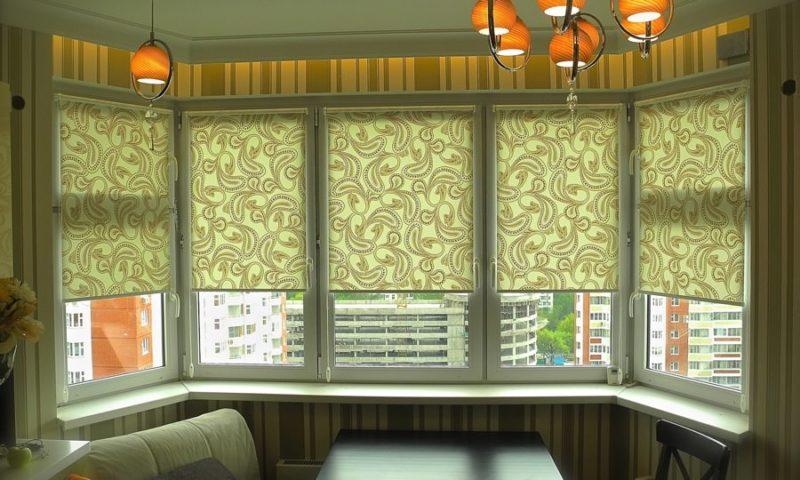 Дизайн кухни: рулонные шторы