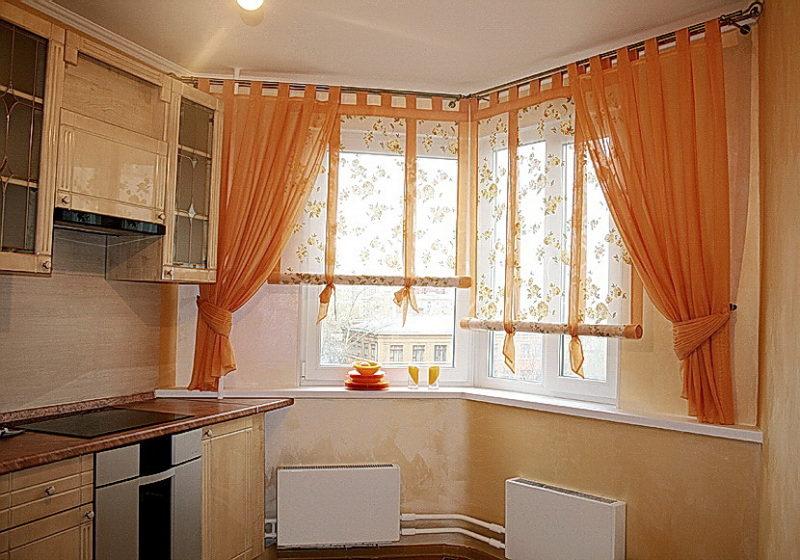 Дизайн: угловые шторы на кухню