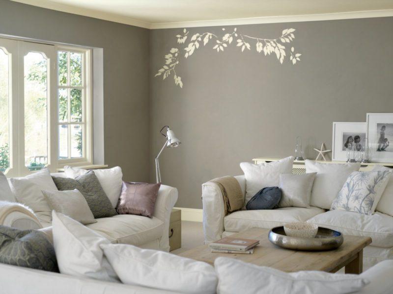 Красим стены в гостиной