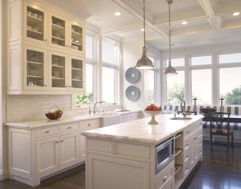 Дизайн фартука светлой кухни