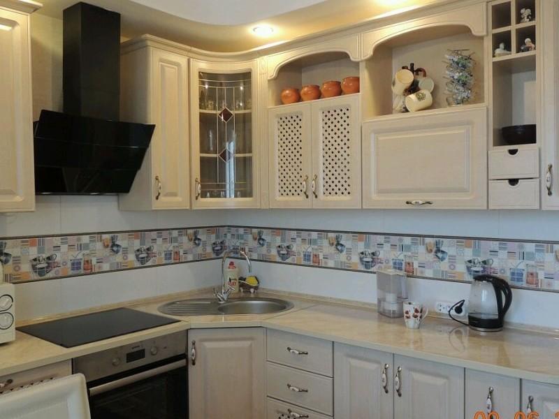 Дизайн интерьера: цветной фартук на кухне