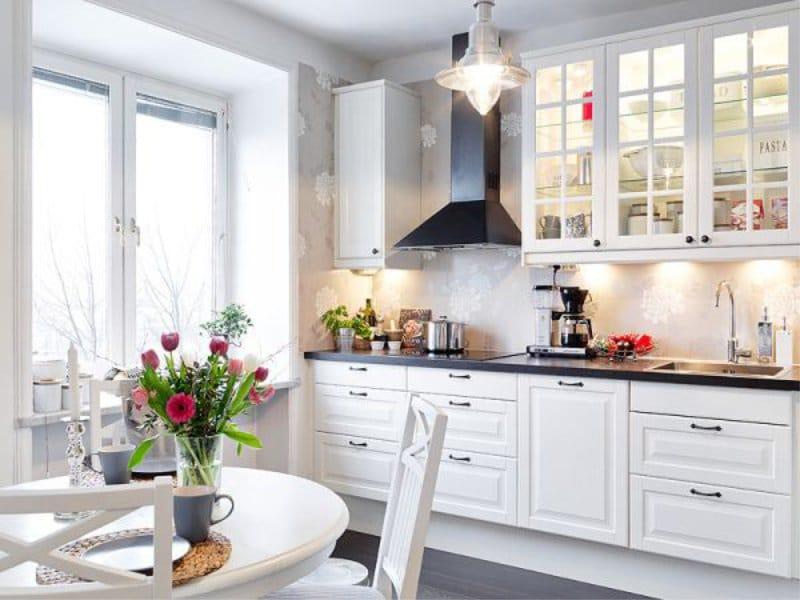 Дизайн интерьера: оформление фартука кухни в белом цвете