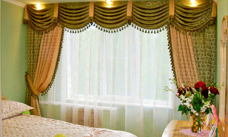 Дизайн спальни: шторы ламбрекенами