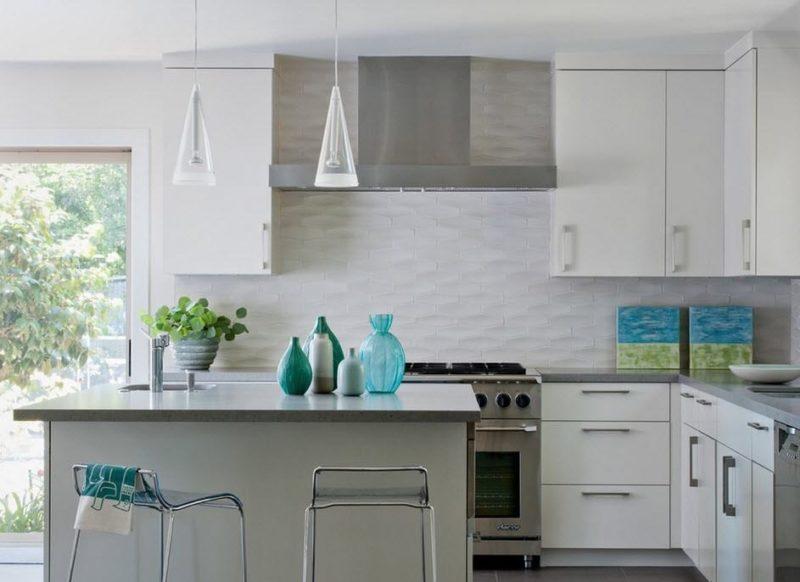Интерьер кухни: отделка керамической плиткой