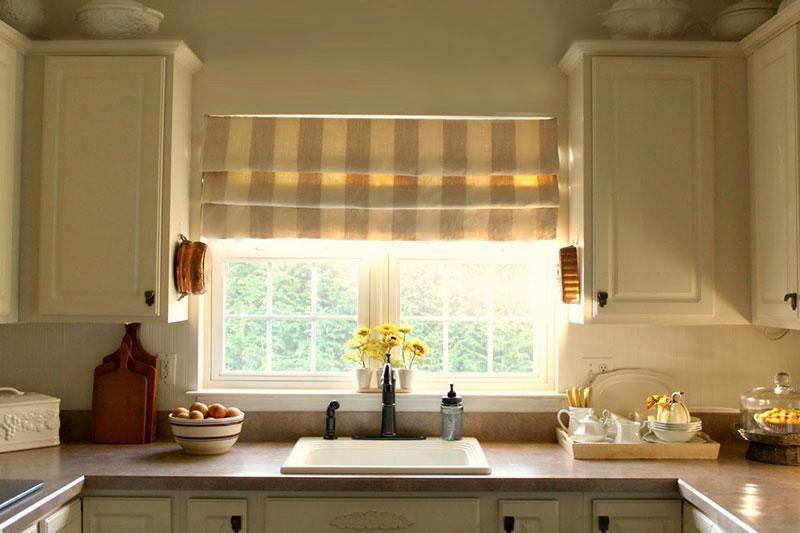 Декор интерьера: римские шторы для кухни