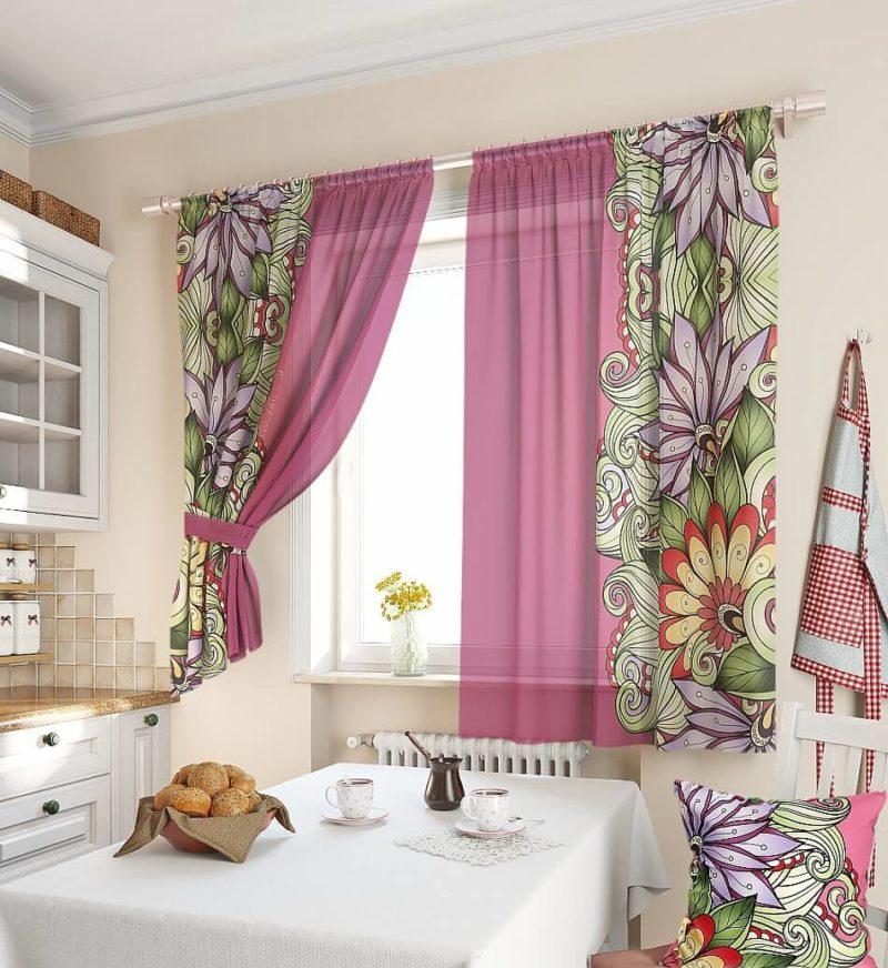 Однотонные шторы или с рисунком в оформлении окна