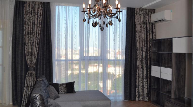 Оформление окна комбинированными шторами