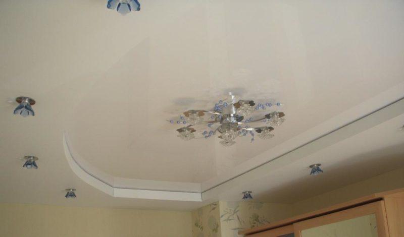 как выбрать цвет подвесного потолка