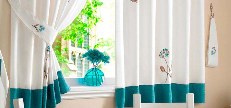 Как оформить окно одной шторой на кухне