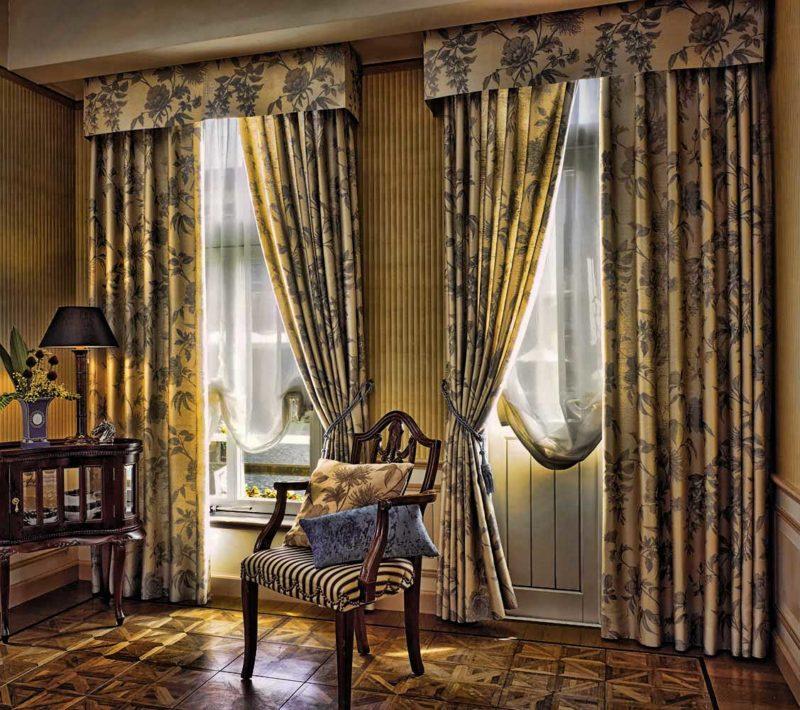 Оформление окна шторами с ламбрикенами