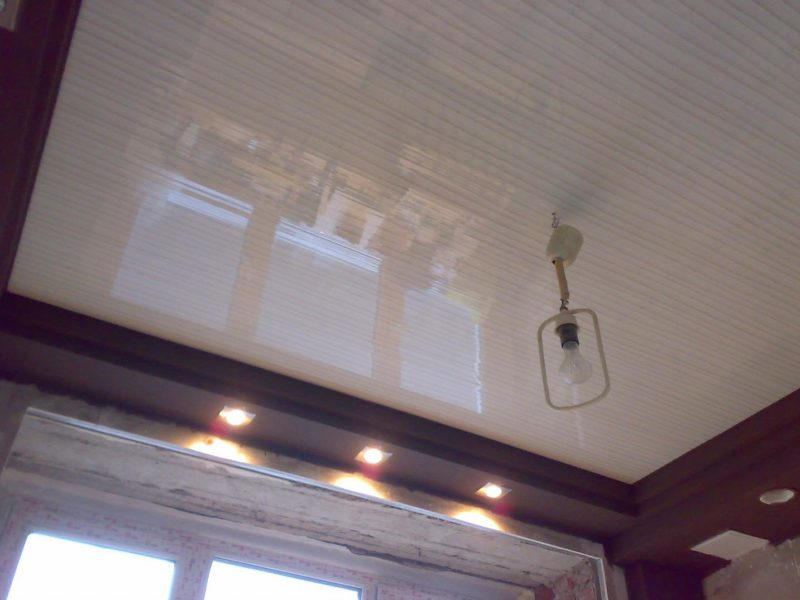 потолки из пластика
