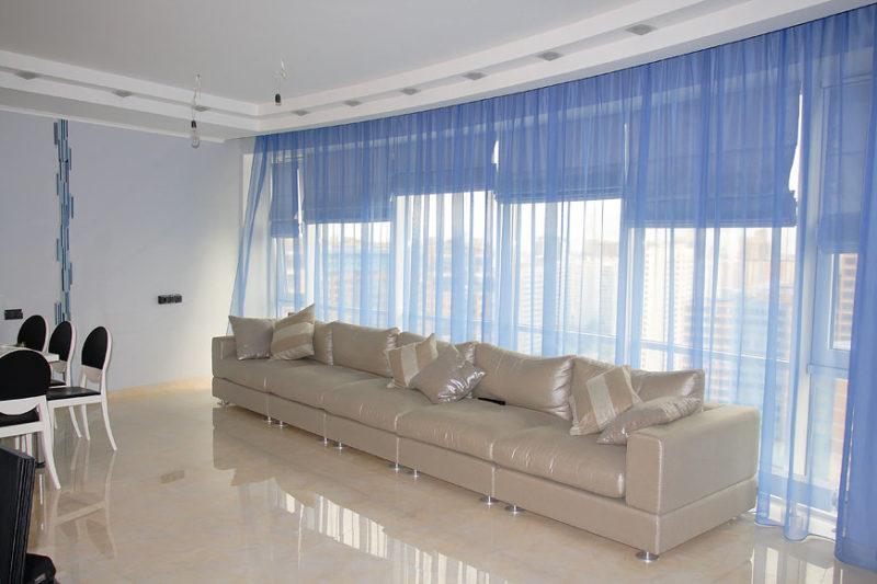 гостиная: шторы в светлых тонах