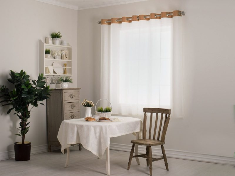 Декор интерьера: короткие шторы в дом