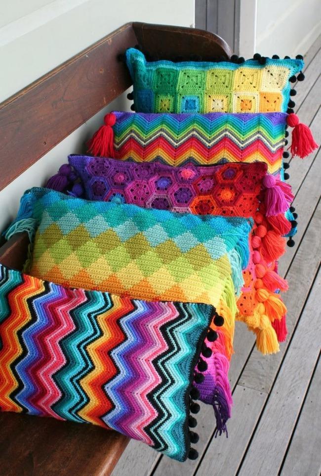 Чем украсить подушку