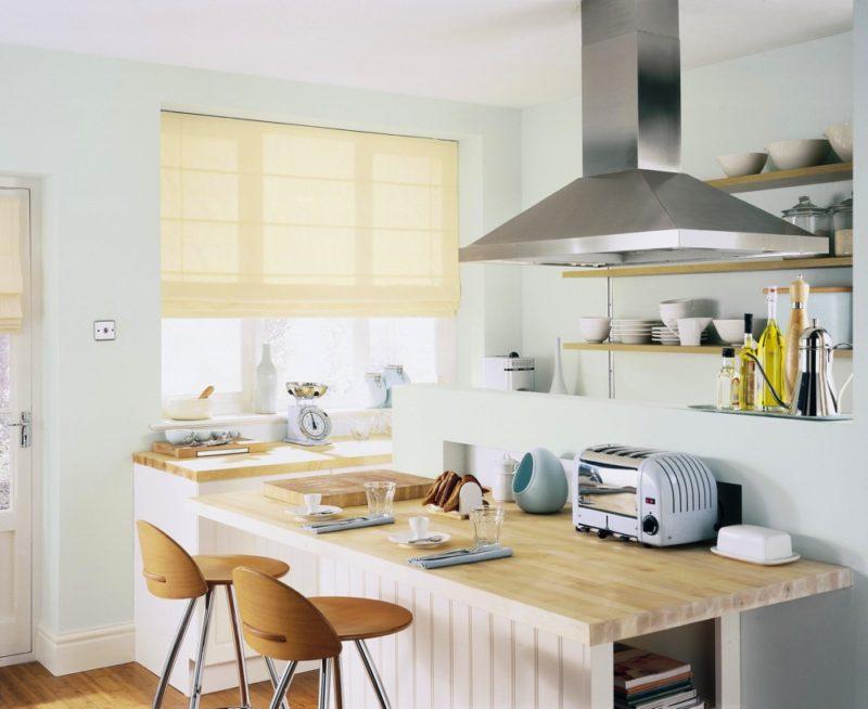 Римские шторы: выбор материала для кухни
