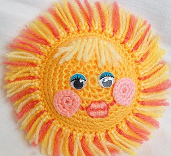 Декор подушки: рисунок солнышко