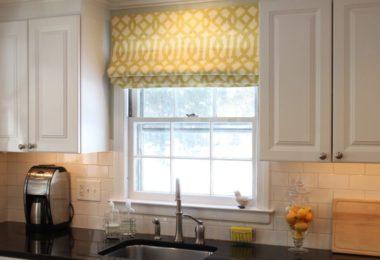 Кака римскими шторами украсить кухню