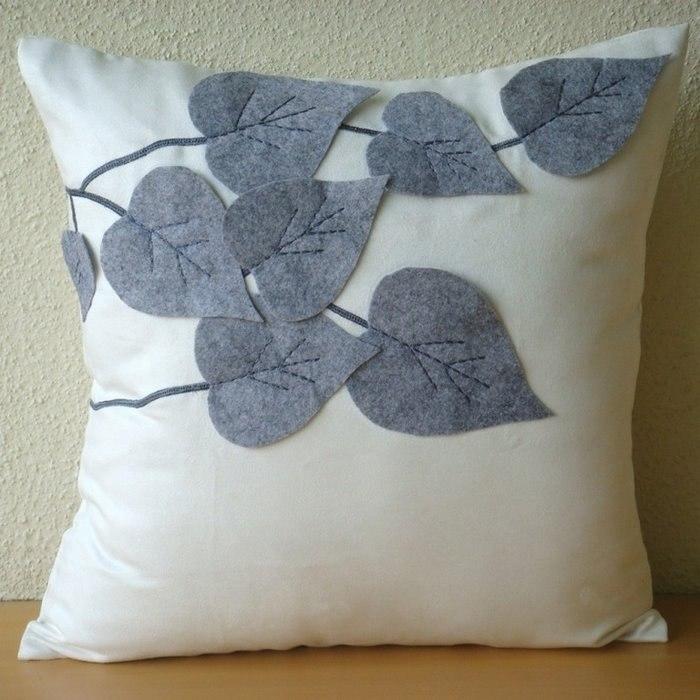 Декор интерьера: аппликация на подушке