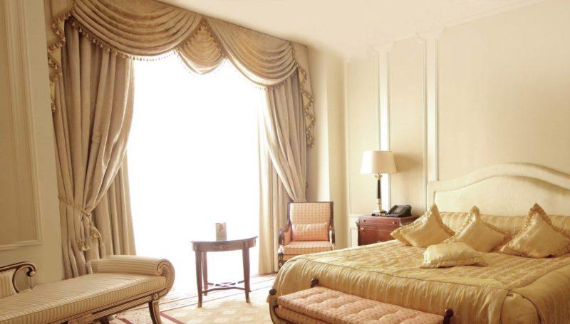 Идеи для спальни: украшение окна