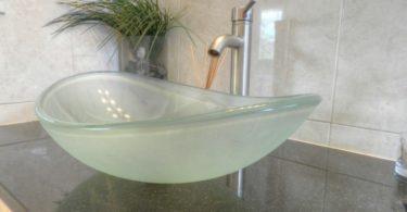 стеклянная накладная раковина
