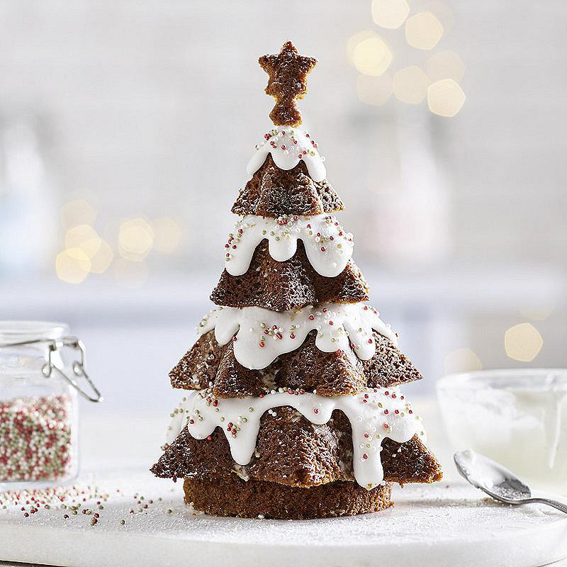 Новогодняя елка из бисквита