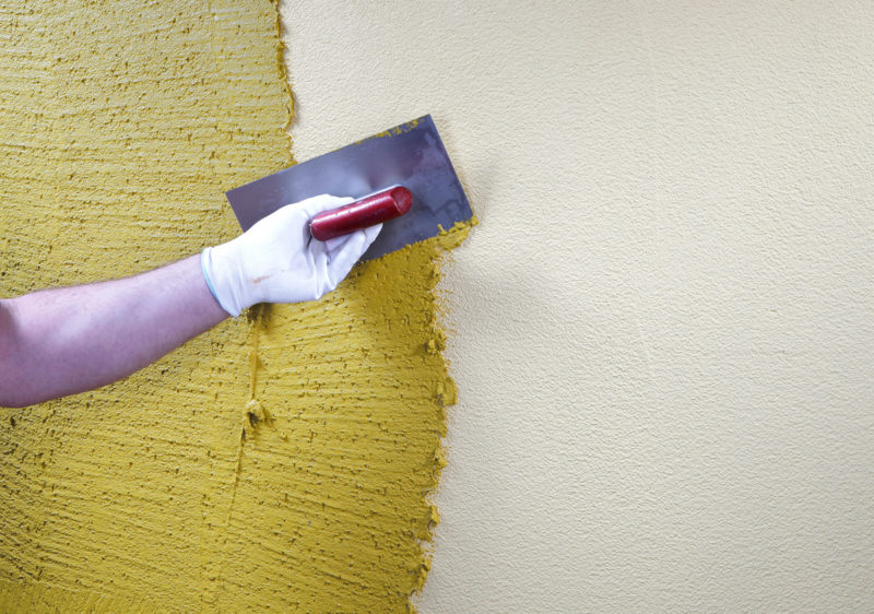 Ремонт: штукатурим стены