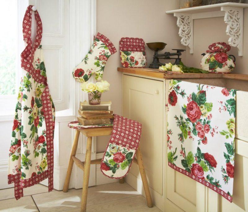 Кухонные атрибуты: фартук, прихватки, салфетки