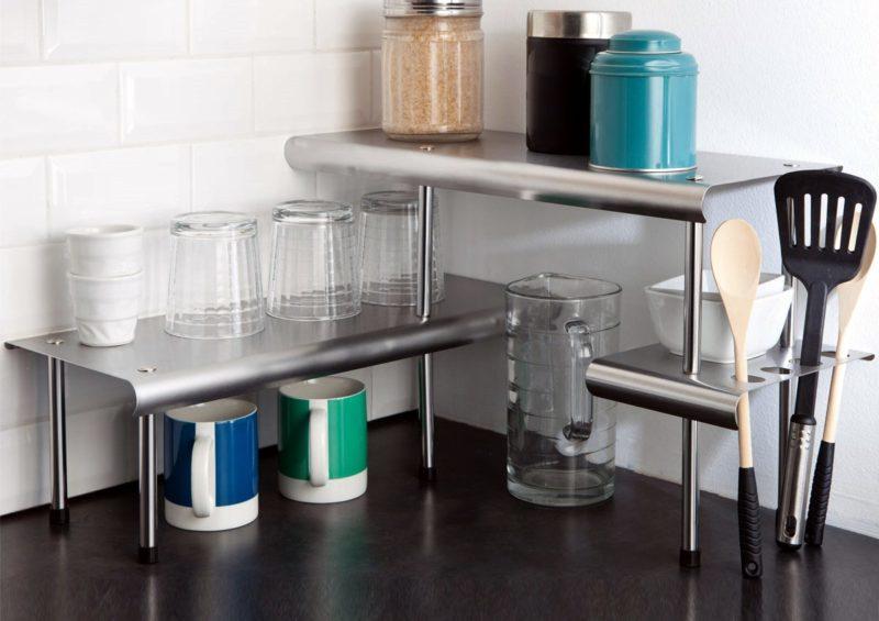 Кухонные полки: выбор угловой конструкции