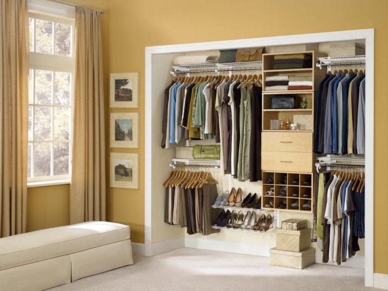 Как сделать в нише гардеробную комнату
