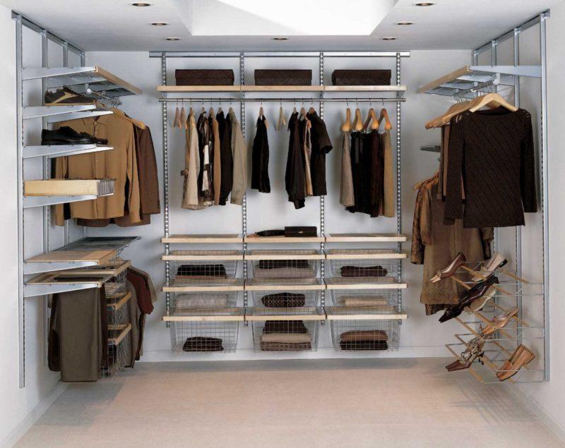 Как повесить вещи в гардеробной: место для вещей и обуви