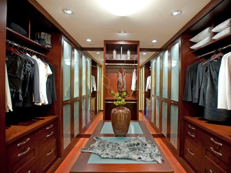 Проводка и освещение в гардеробной комнате