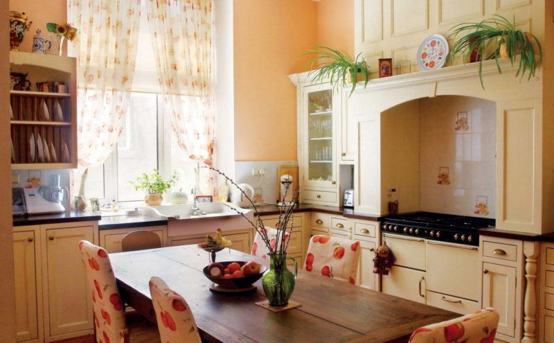 Дизайн кухни шторами