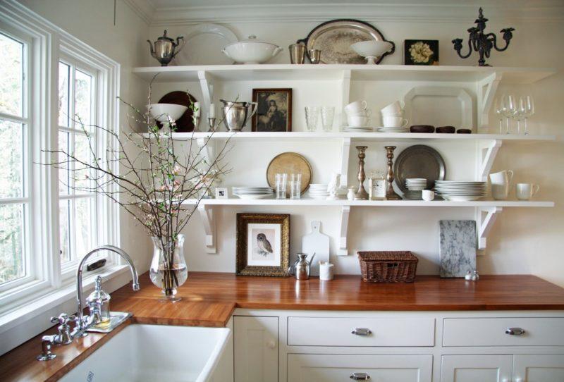 Кухня: открытые полочки