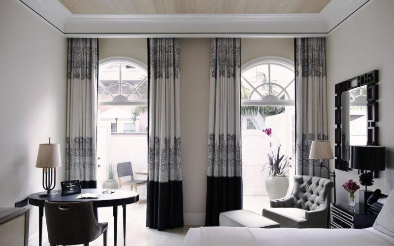 Двухцветные шторы в стиле хай-тек