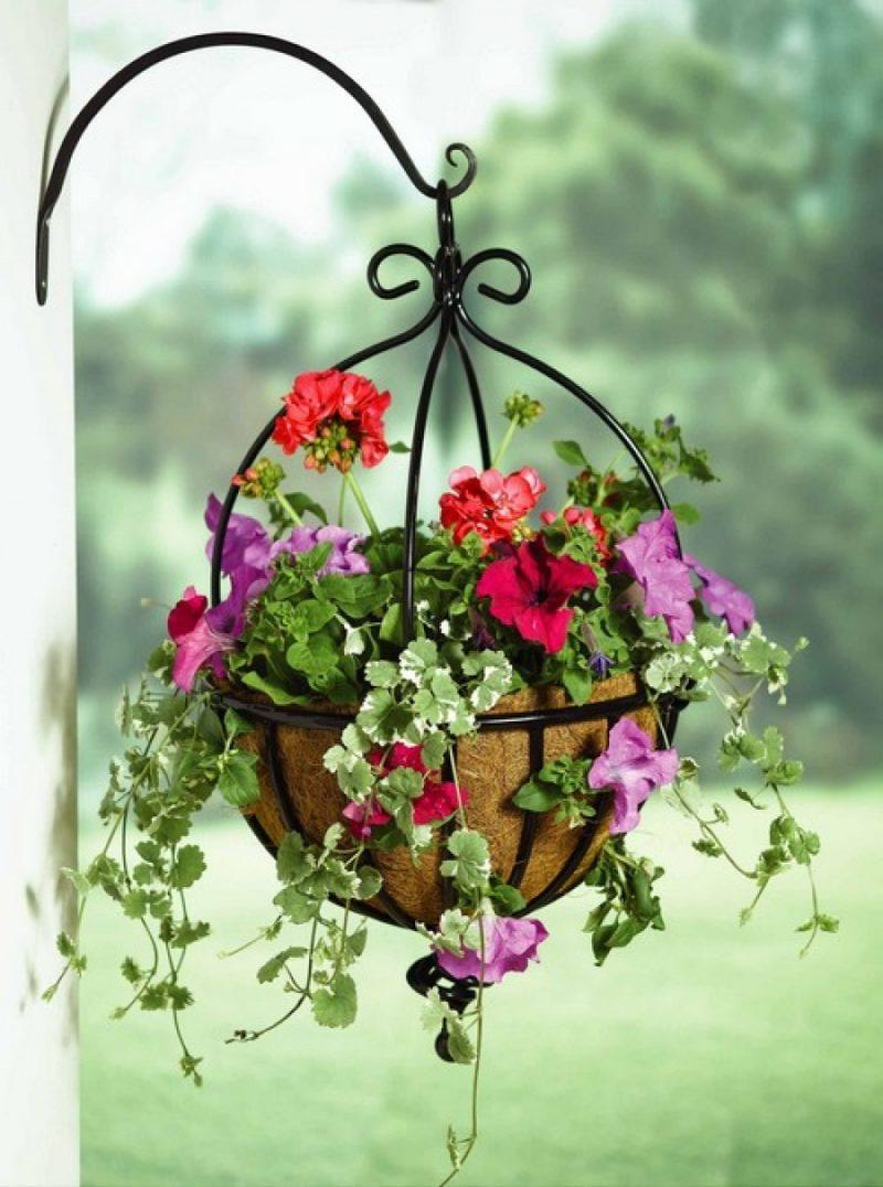 Настенная полка из труб для цветов для дома и дачи
