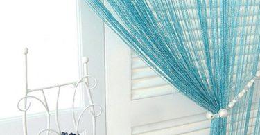 Окно кухни: как повесить нитяные шторы