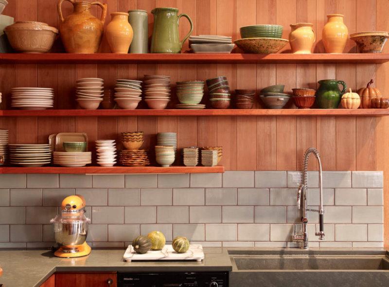 Кухня: советы декора полочек из дерева
