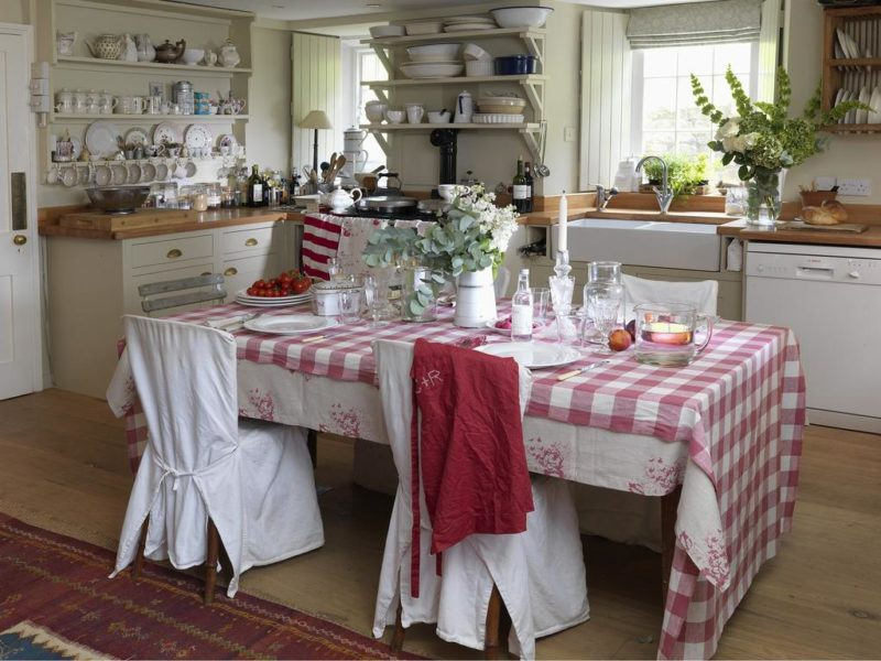 Кухня на даче: текстиль в отделки дачи