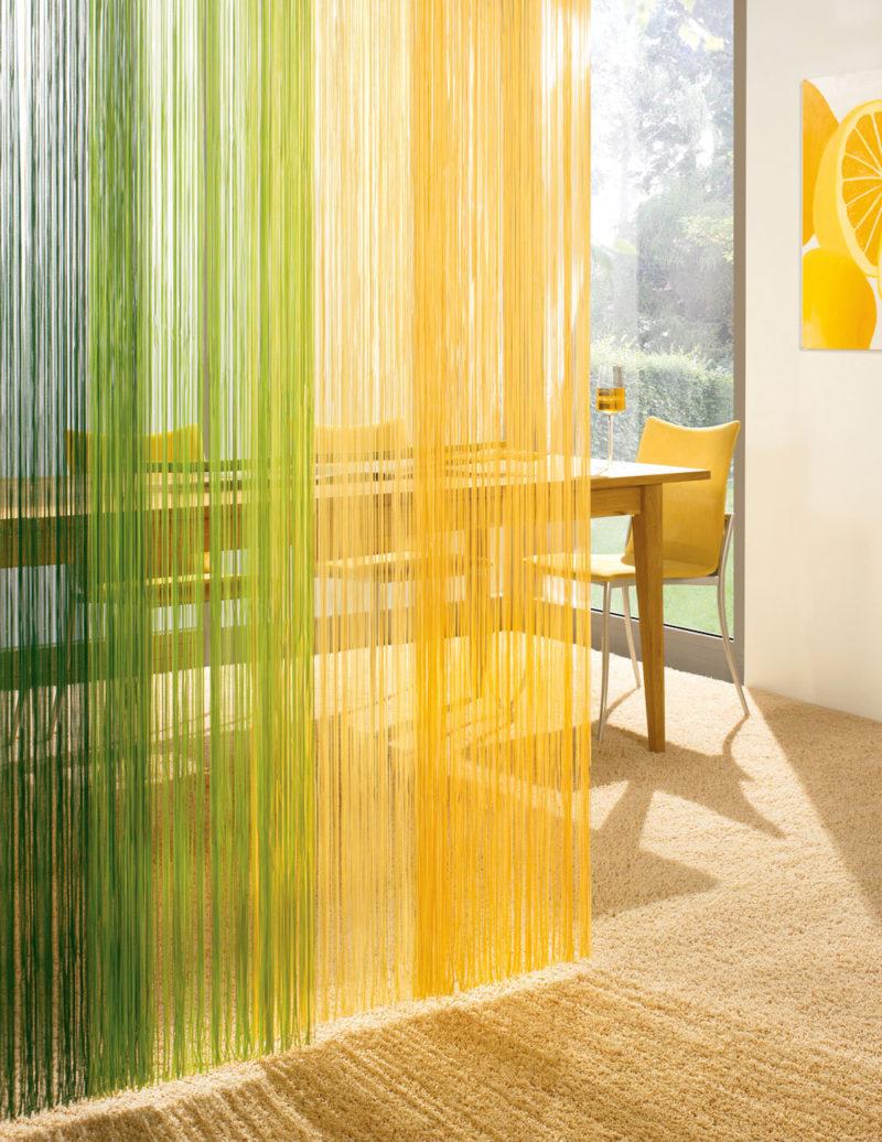 Декор интерьера: кухня и нитяные шторы