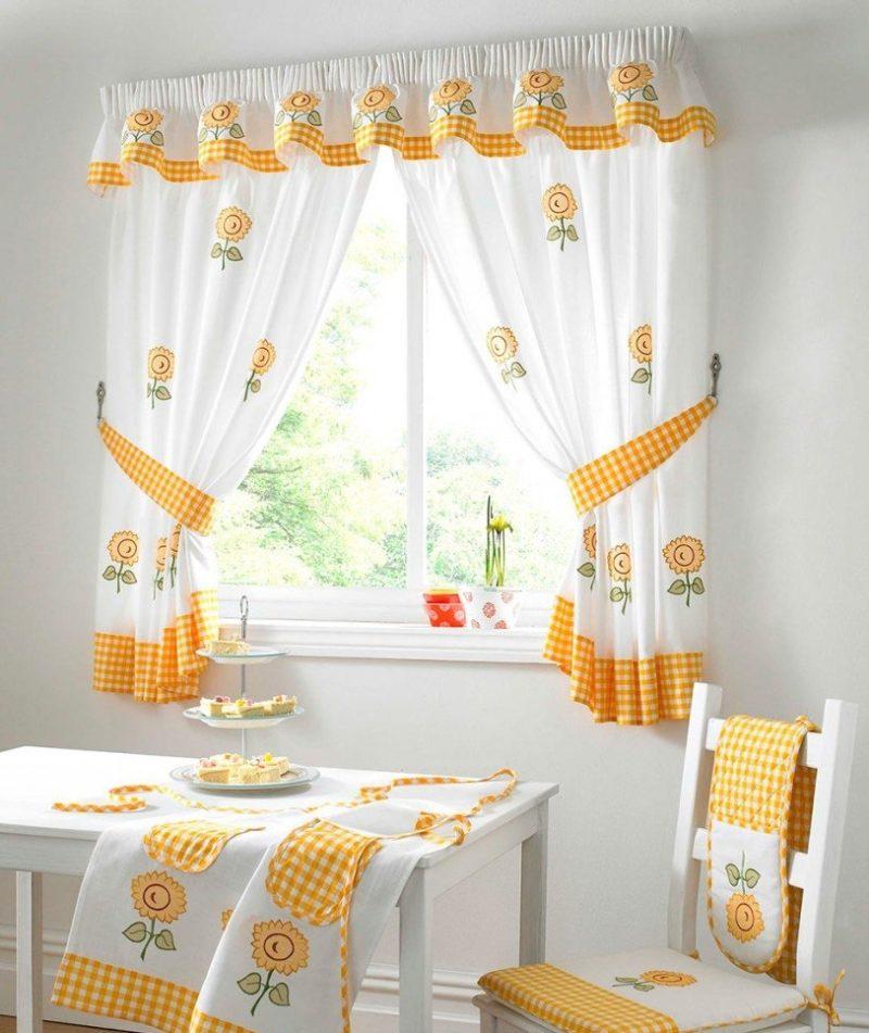 Стиль прованс на кухни: выбор штор