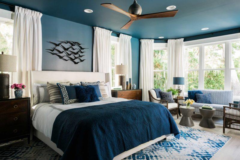 Спальня: акцент на стену