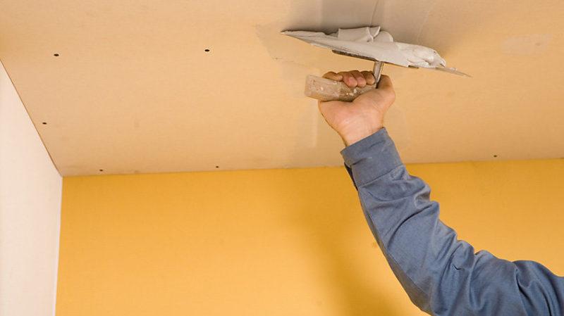Готовим потолок к побелки