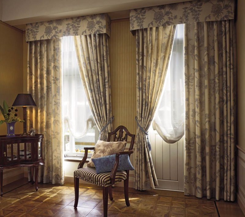 Как выбрать шторы для маленького окна