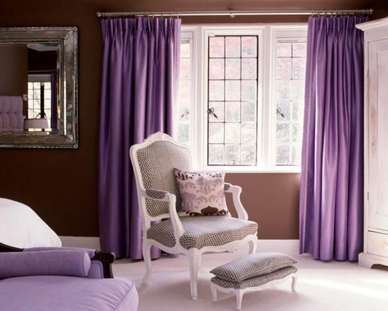 Как оформить помещение шторами фиолетового оттенка